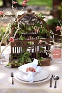Birdcage Centerpiece3 Decorating with Birdcages   12 Creative Ideas for Everyday Use