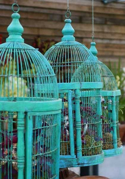 Birdcage in Garden Decorating with Birdcages   12 Creative Ideas for Everyday Use