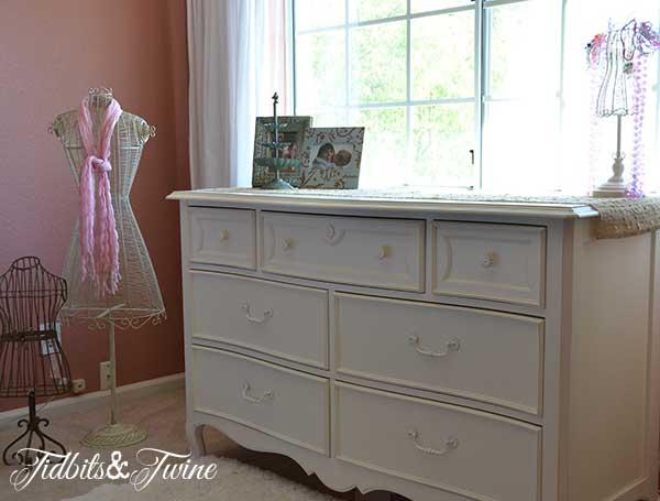 Little Girl Room 13
