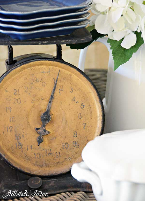 TIDBITS-&-TWINE-Vintage-Kitchen-Scale