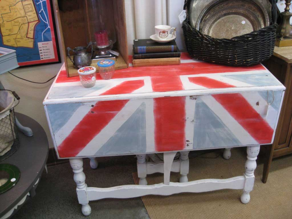 Tidbits&Twine Union Jack Table