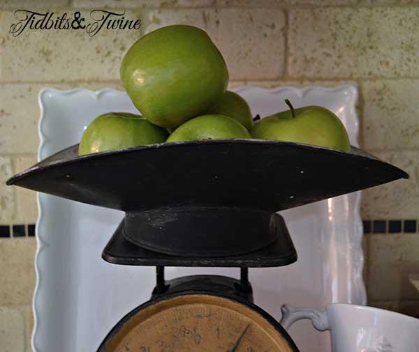 Tidbits&Twine Vintage Scale Top Apple Vignette