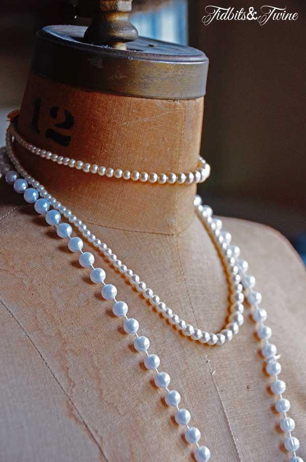 Tidbits&Twine-Dress-Form-with-Pearls
