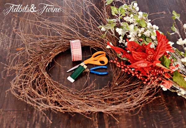 Tidbits&Twine-Holiday-Wreath-Step-1