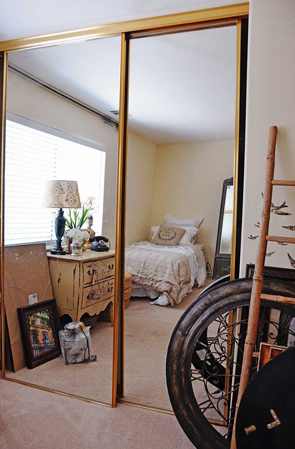 Tidbits&Twine-Mirrored-Closet-BEFORE