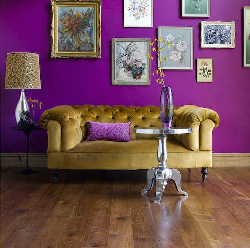 Living-room-with-purple-wall-and-soft-couch