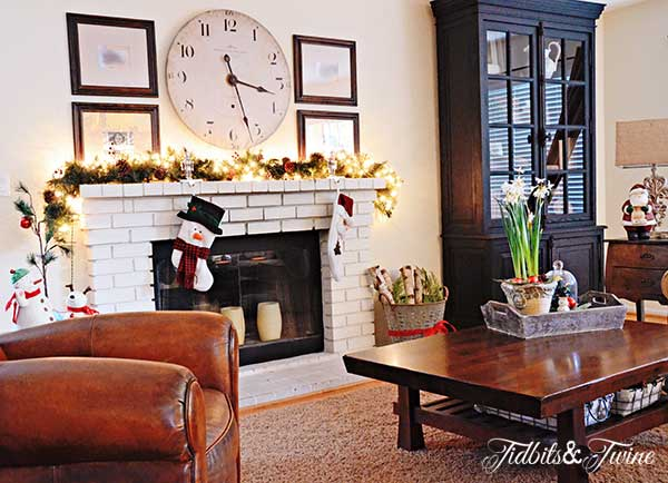 Tidbits&Twine-Christmas-Family-Room-2