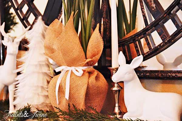 Tidbits&Twine-Christmas-Mantel-4a