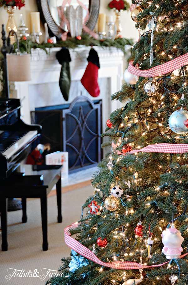 Tidbits&Twine-Christmas-Tree-2013-c