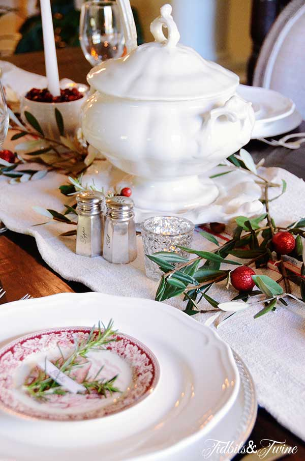 Tidbits&Twine-Holiday-Tablescape-3