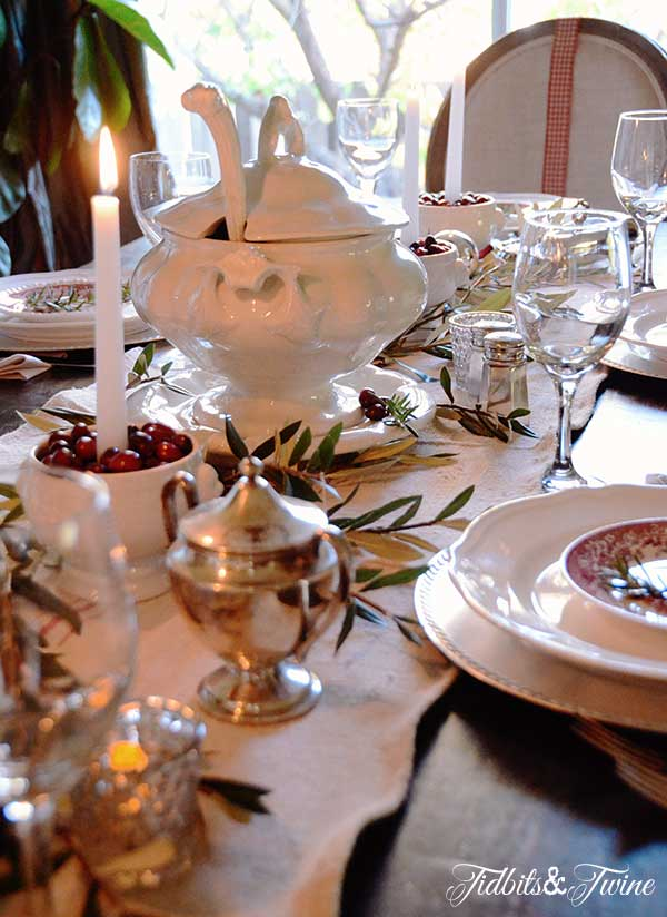 Tidbits&Twine-Holiday-Tablescape-8