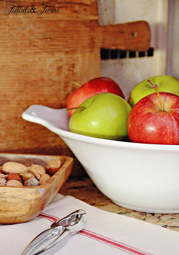 Tidbits&Twine-Vintage-Bread-Board-and-Apples