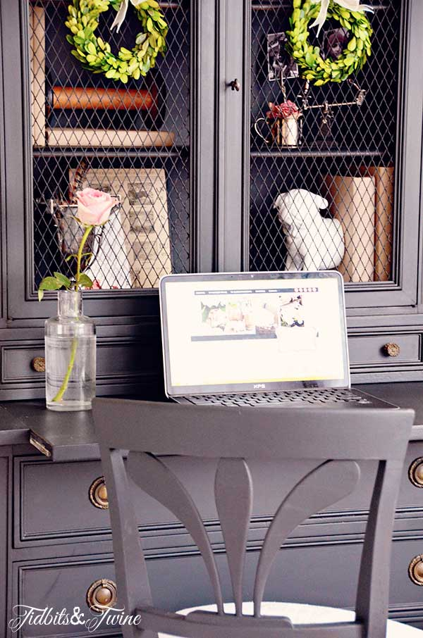 TIDBITS-&-TWINE-Guest-Bedroom-Desk-with-Chair