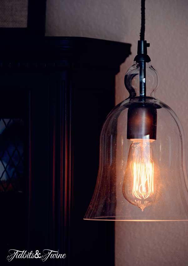 TIDBITS-&-TWINE-Guest-Bedroom-Retro-Bulb
