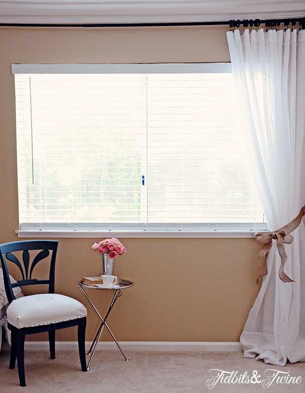 TIDBITS-&-TWINE-Guest-Bedroom-Window-Sheers