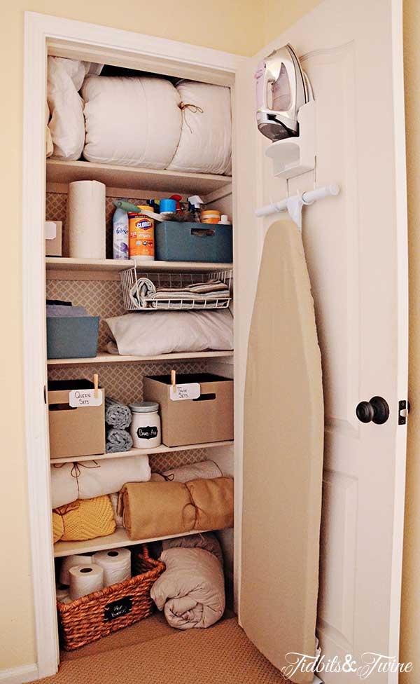 Tidbits&Twine-Linen-Closet-AFTER
