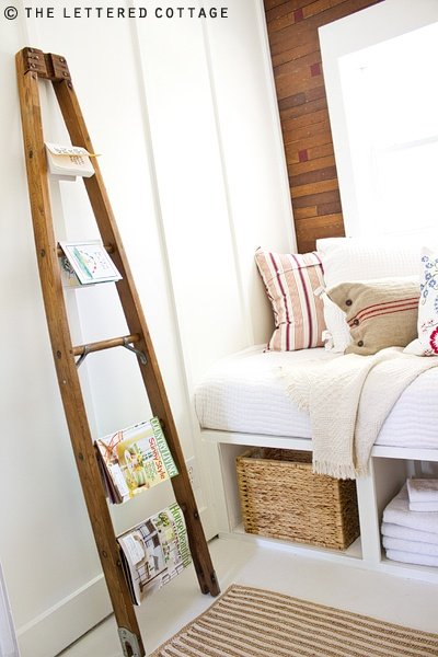 How to decorate with vintage ladders 20 ways to inspire for Escaleras de madera decoracion ikea