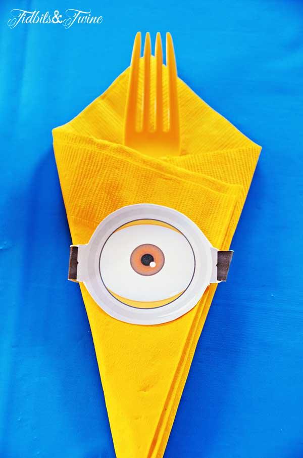 TIDBITS-&-TWINE-Minion-Eye-Utensil-Decorations