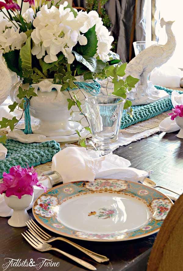 TIDBITS-&-TWINE-Spring-Tablescape-1