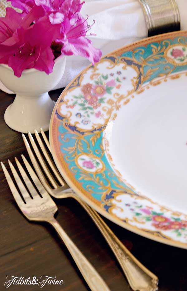 TIDBITS-&-TWINE-Spring-Tablescape-Setting-1