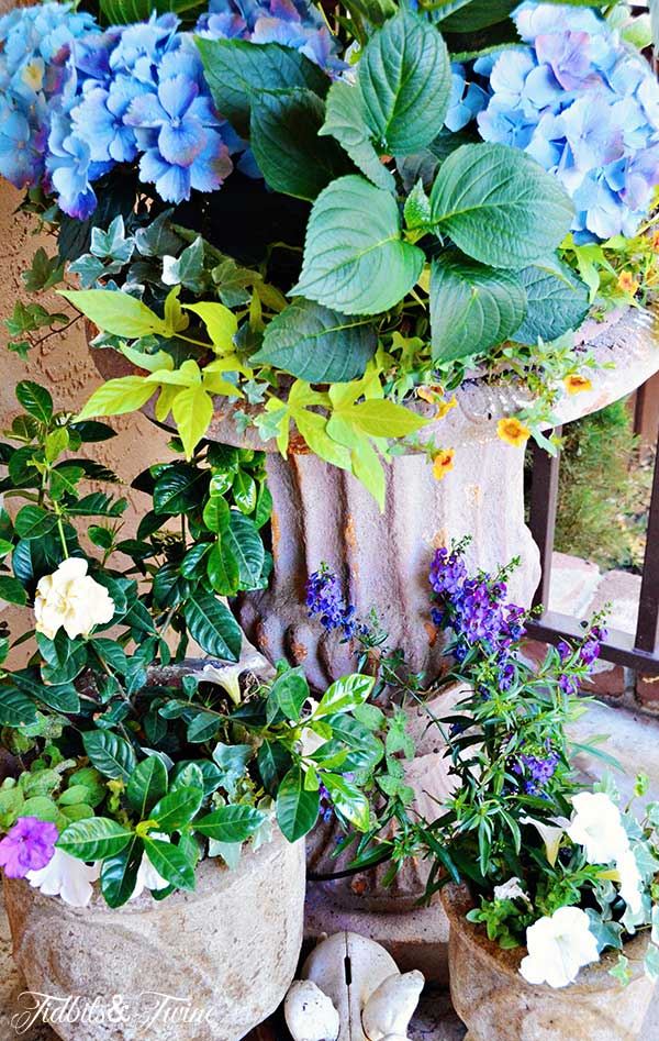 TIDBITS-&-TWINE-Front-Porch