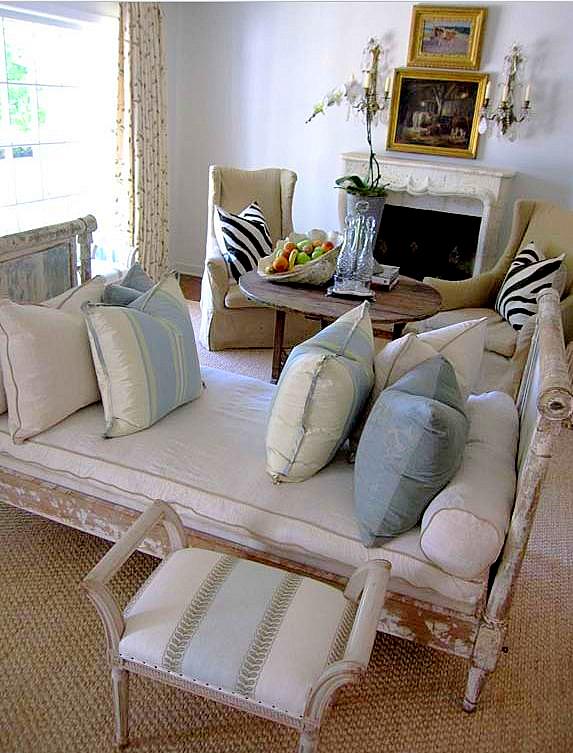 Lisa Luby Ryan Living Room Settee