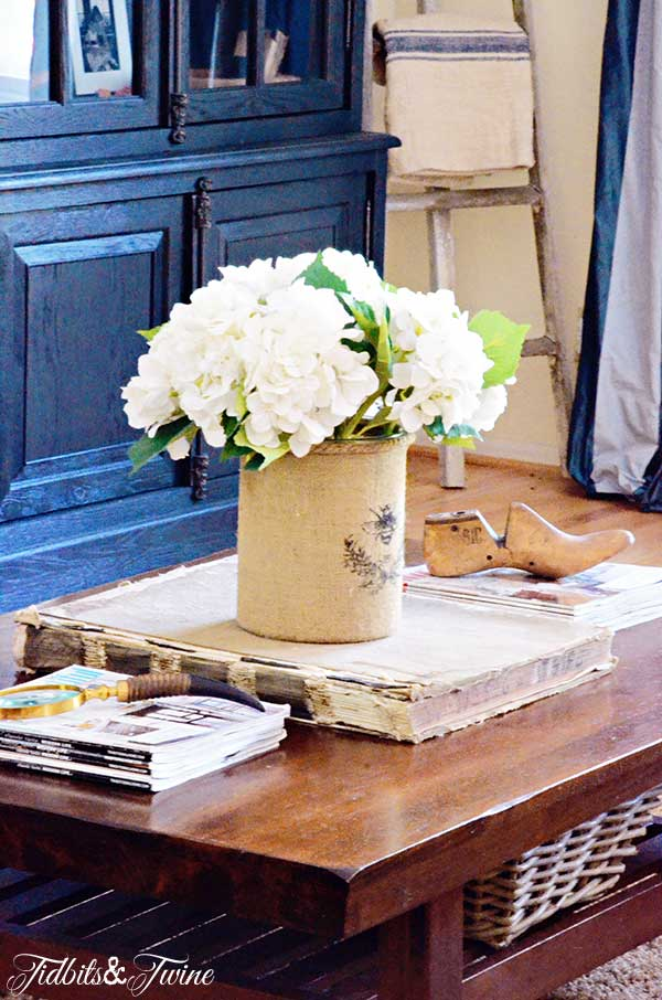 TIDBITS-&-TWINE-Coffee-Table-Vignette---Long-and-Linear
