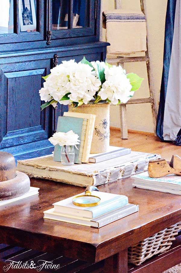 TIDBITS-&-TWINE-Coffee-Table-Vignette---The-Four-Corners