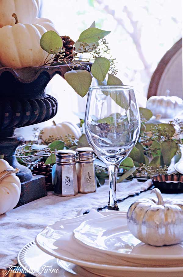 TIDBITS-&-TWINE-Fall-Table-2-2014