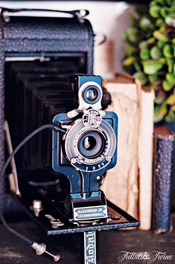 TIDBITS-&-TWINE-Vintage-Camera-2