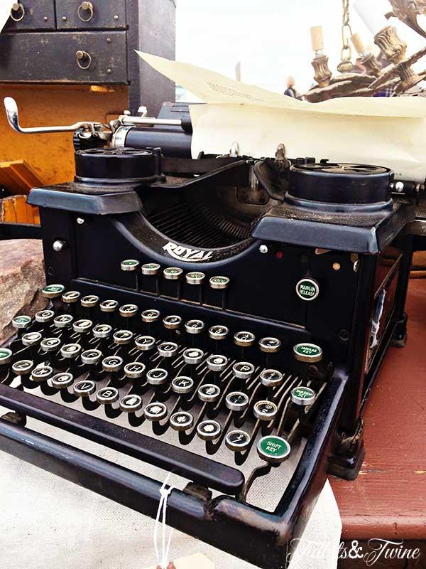TIDBITS-&-TWINE-Vintage-Typewriter