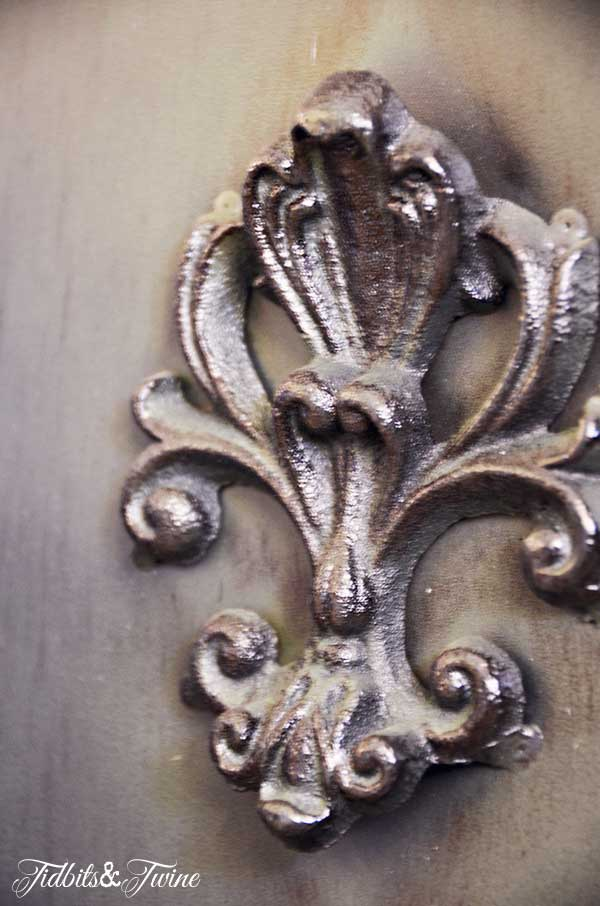 TIDBITS-&-TWINE-Arched-Mirror-Detail