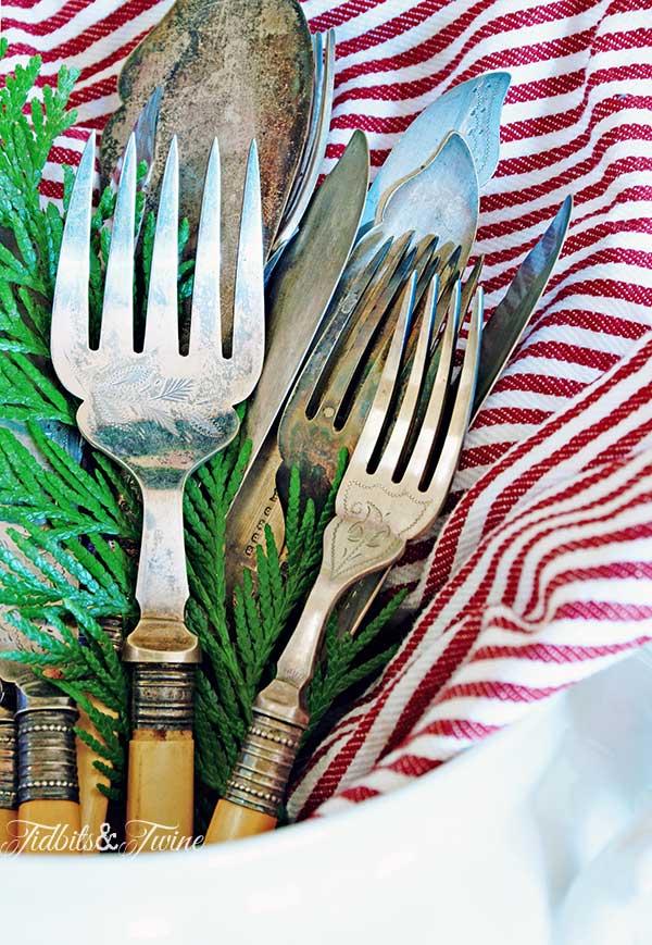 TIDBITS-&-TWINE-Christmas-Flatware