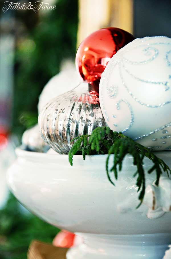 TIDBITS-&-TWINE-Christmas-Living-Room-Mantel-Ironstone-Centerpiece-2