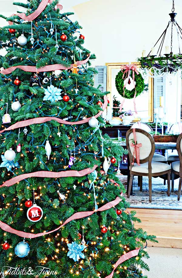 TIDBITS-&-TWINE-Christmas-Living-Room