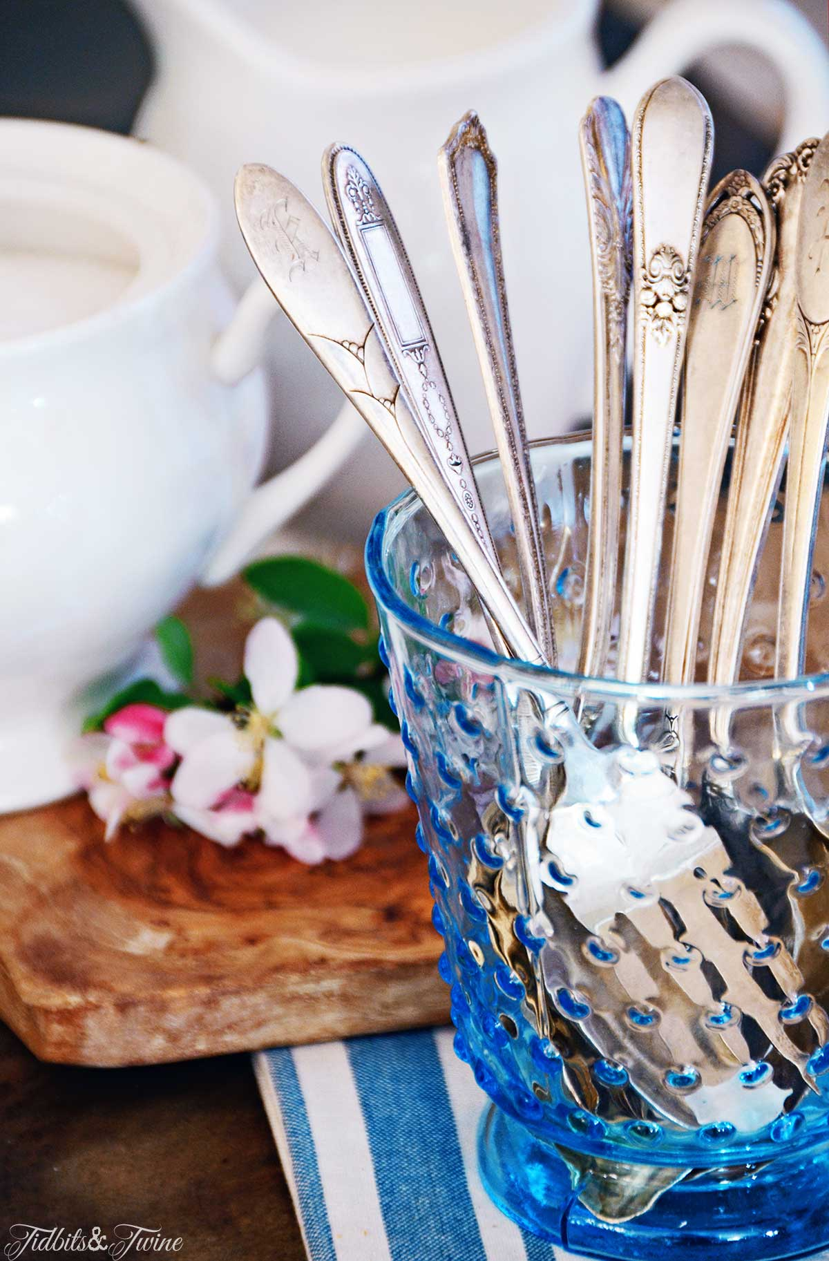 TIDBITS&TWINE -  A cup can be used as a utensil caddy!