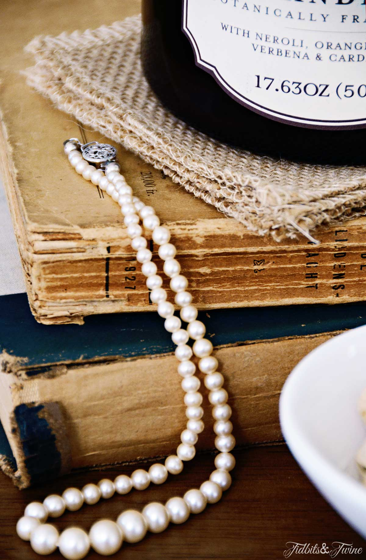TIDBITS&TWINE-Vintage Books and Pearls