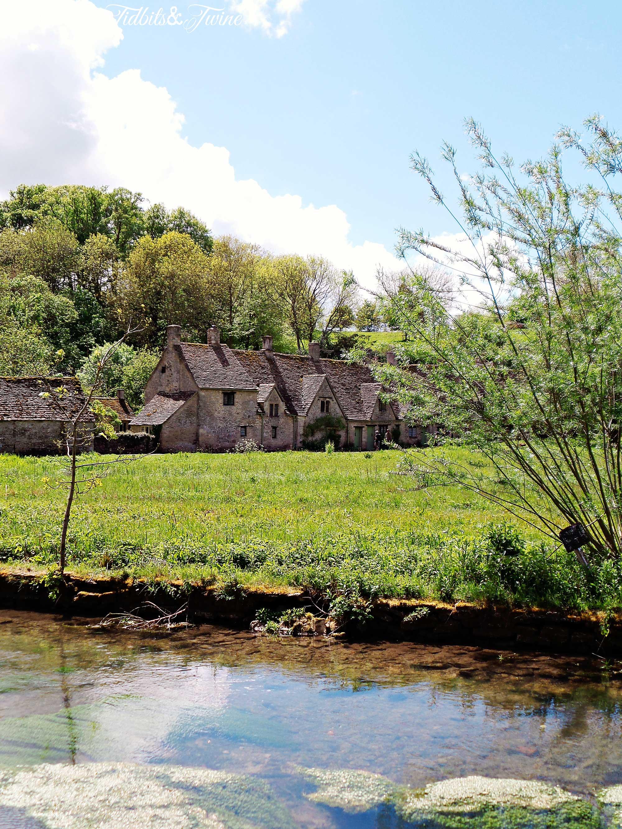 TIDBITS&TWINE---Bibury-River-Houses
