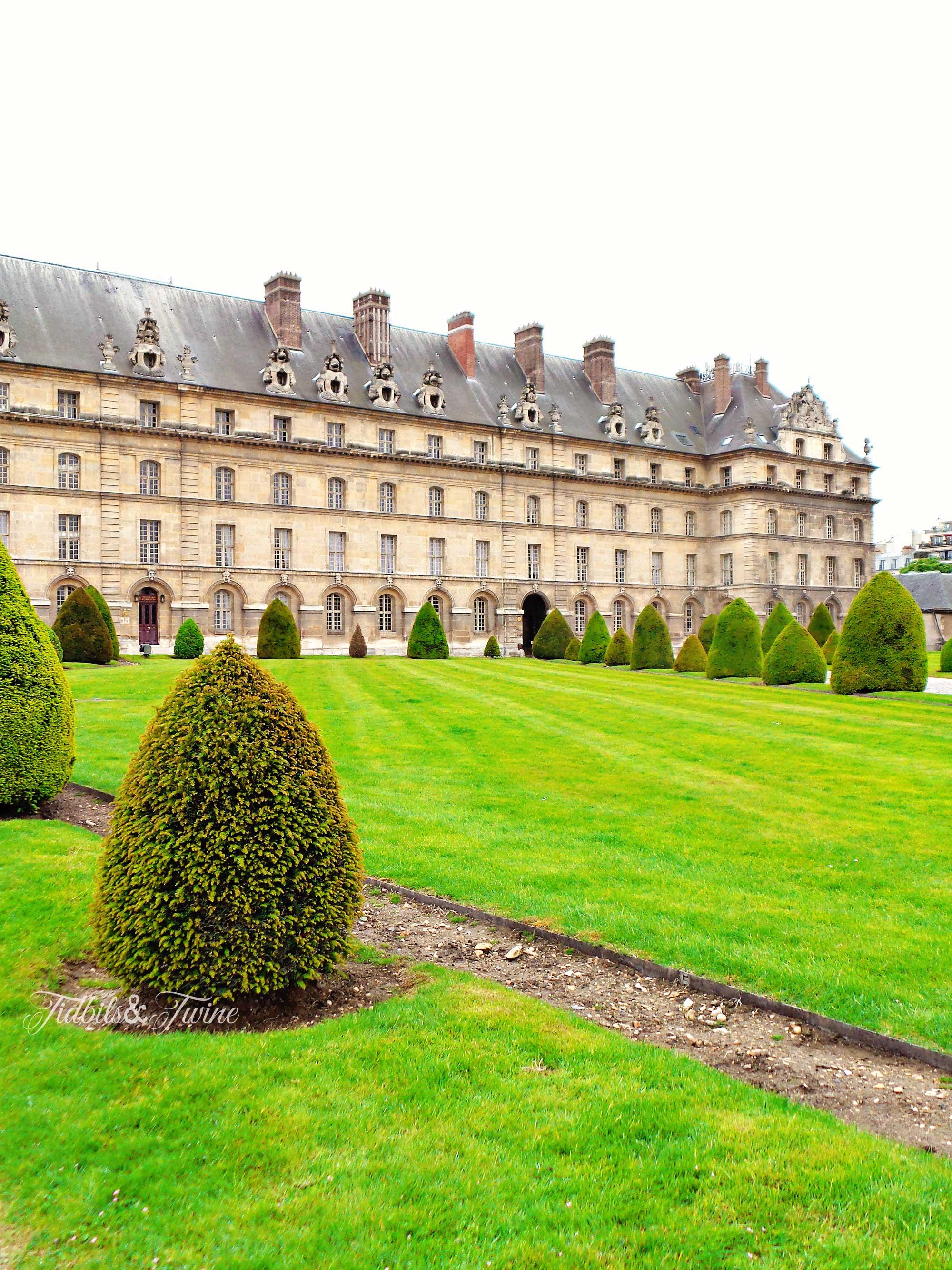 TIDBITS&TWINE-Hotels-des-Invalides-Front