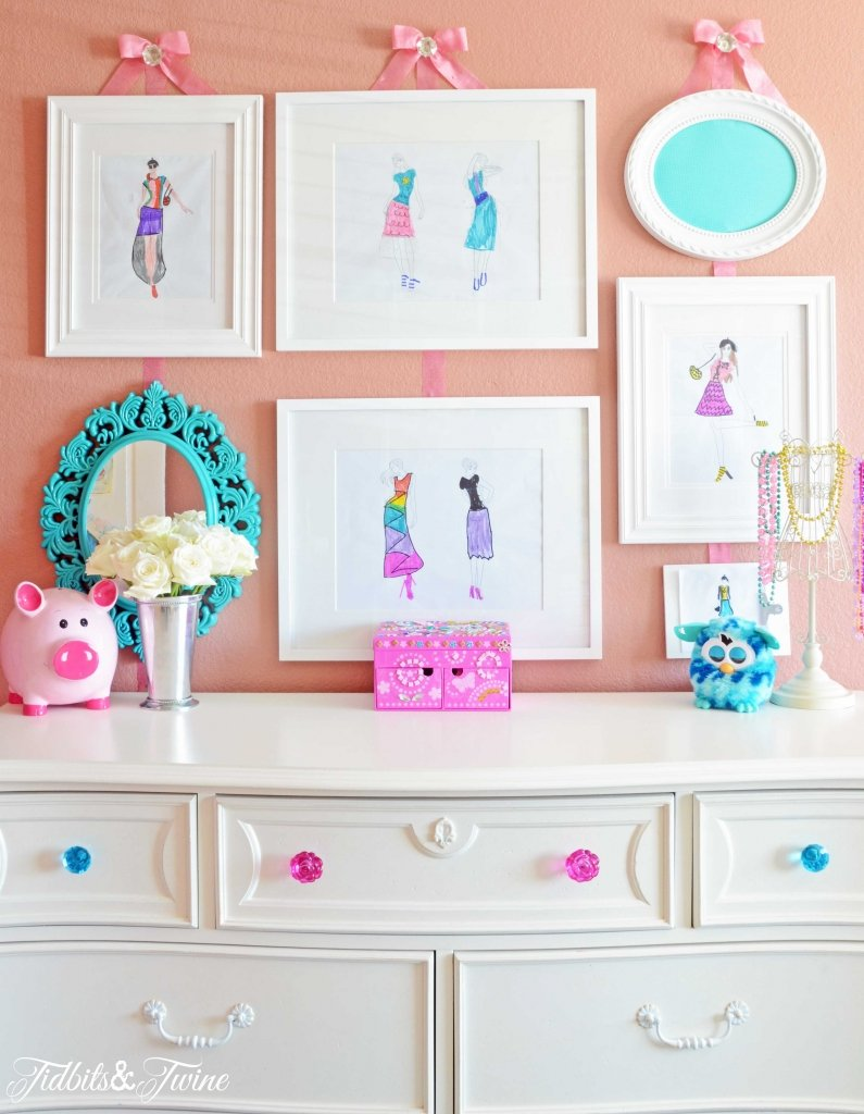 TIDBITS-&-TWINE-Girls-Gallery-Wall