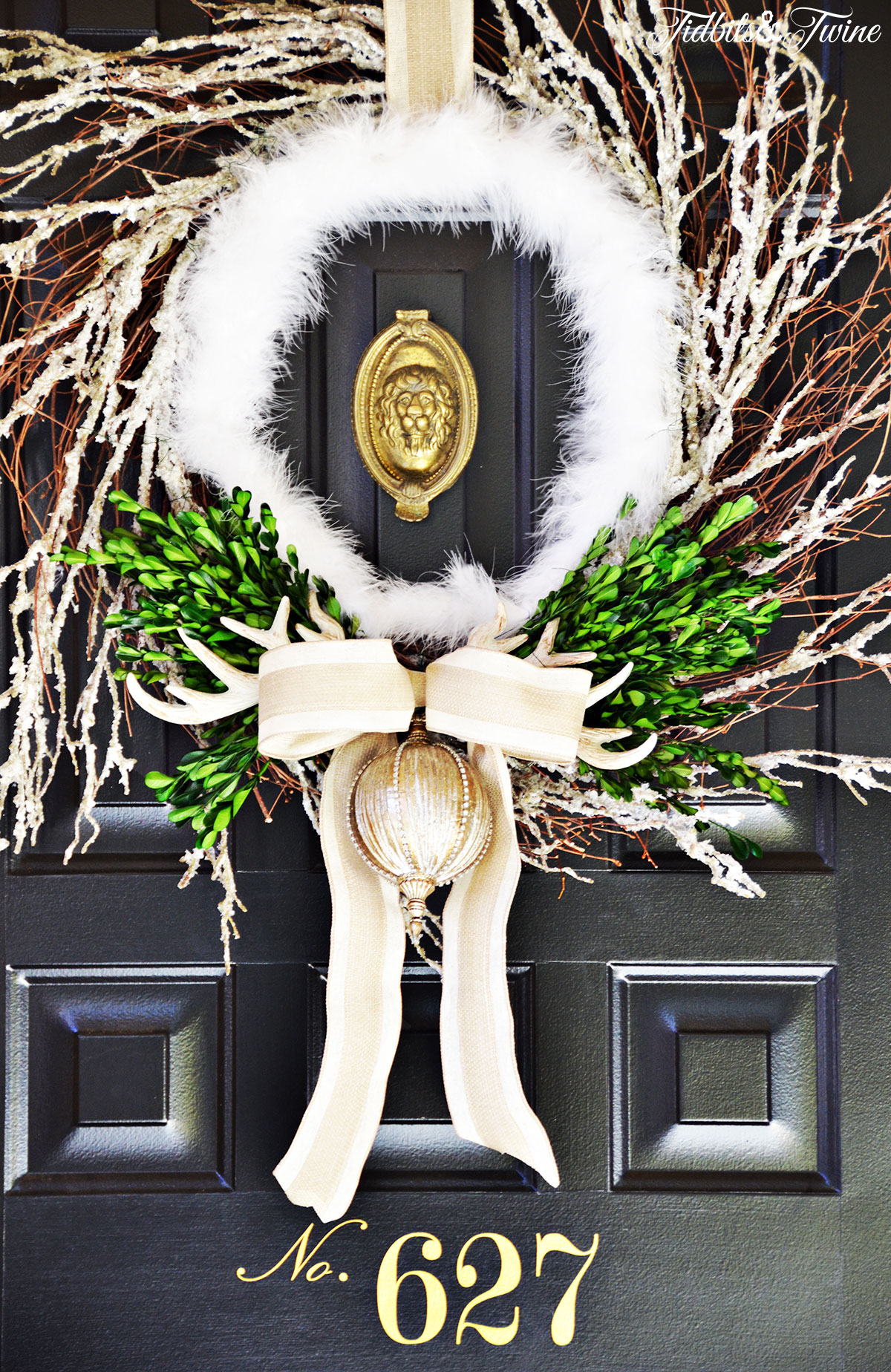 TIDBITS-&-TWINE---DIY-Boxwood-Christmas-Wreath-Front-Door-2