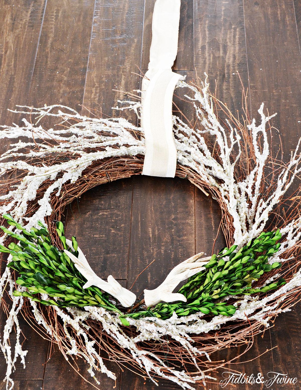 TIDBITS-&-TWINE---DIY-Boxwood-Christmas-Wreath-Step-4