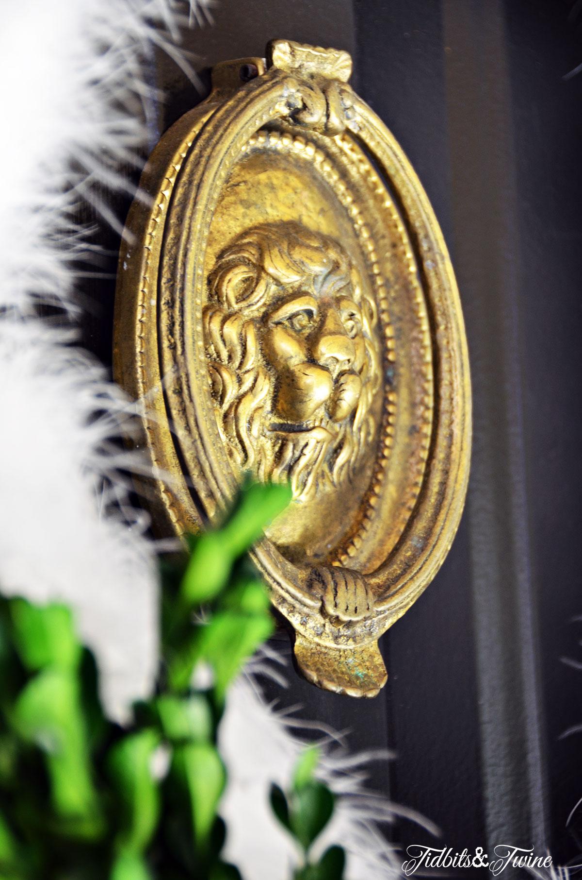 TIDBITS-&-TWINE---DIY-Christmas-Wreath-Vintage-Brass-Lionhead-Knocker