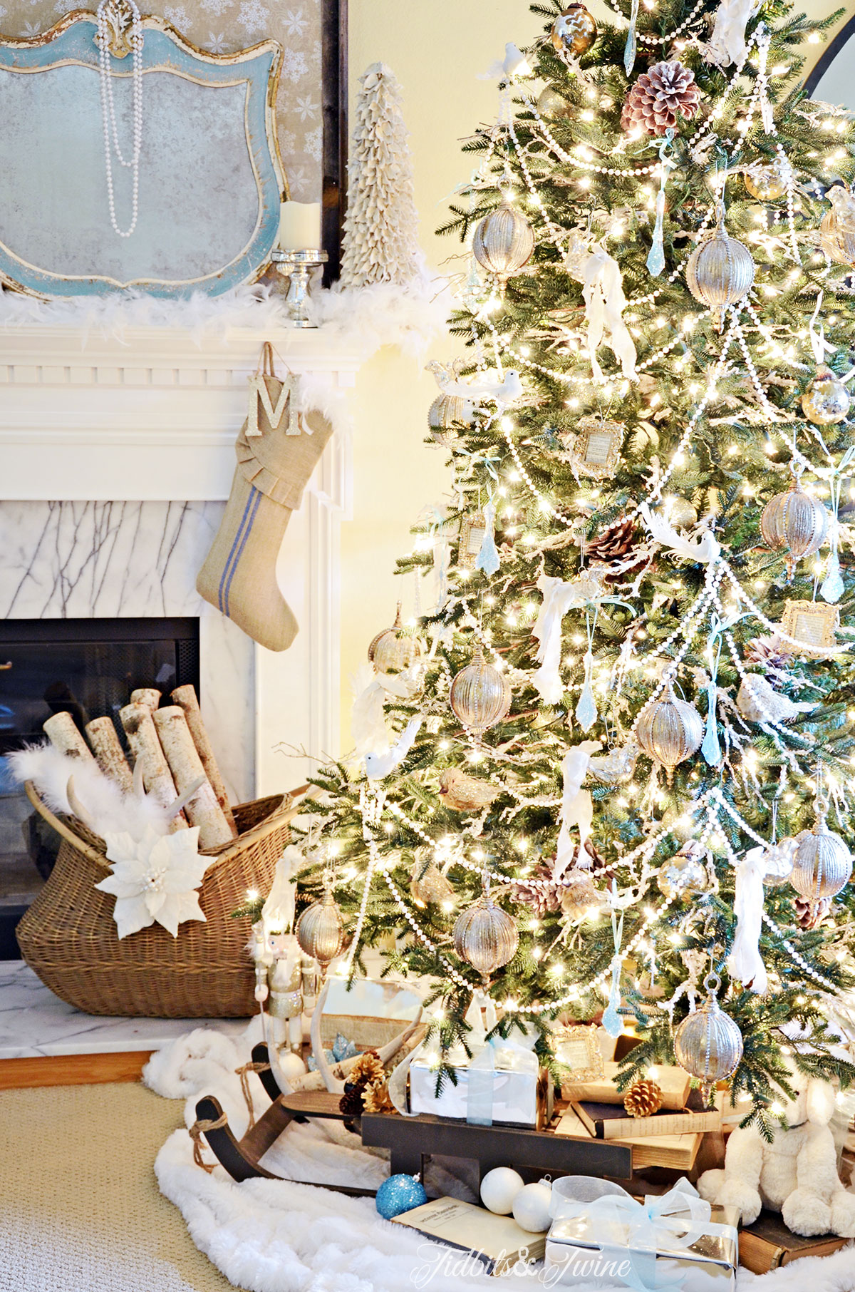 TIDBITS&TWINE French Vintage Christmas Tree 2015