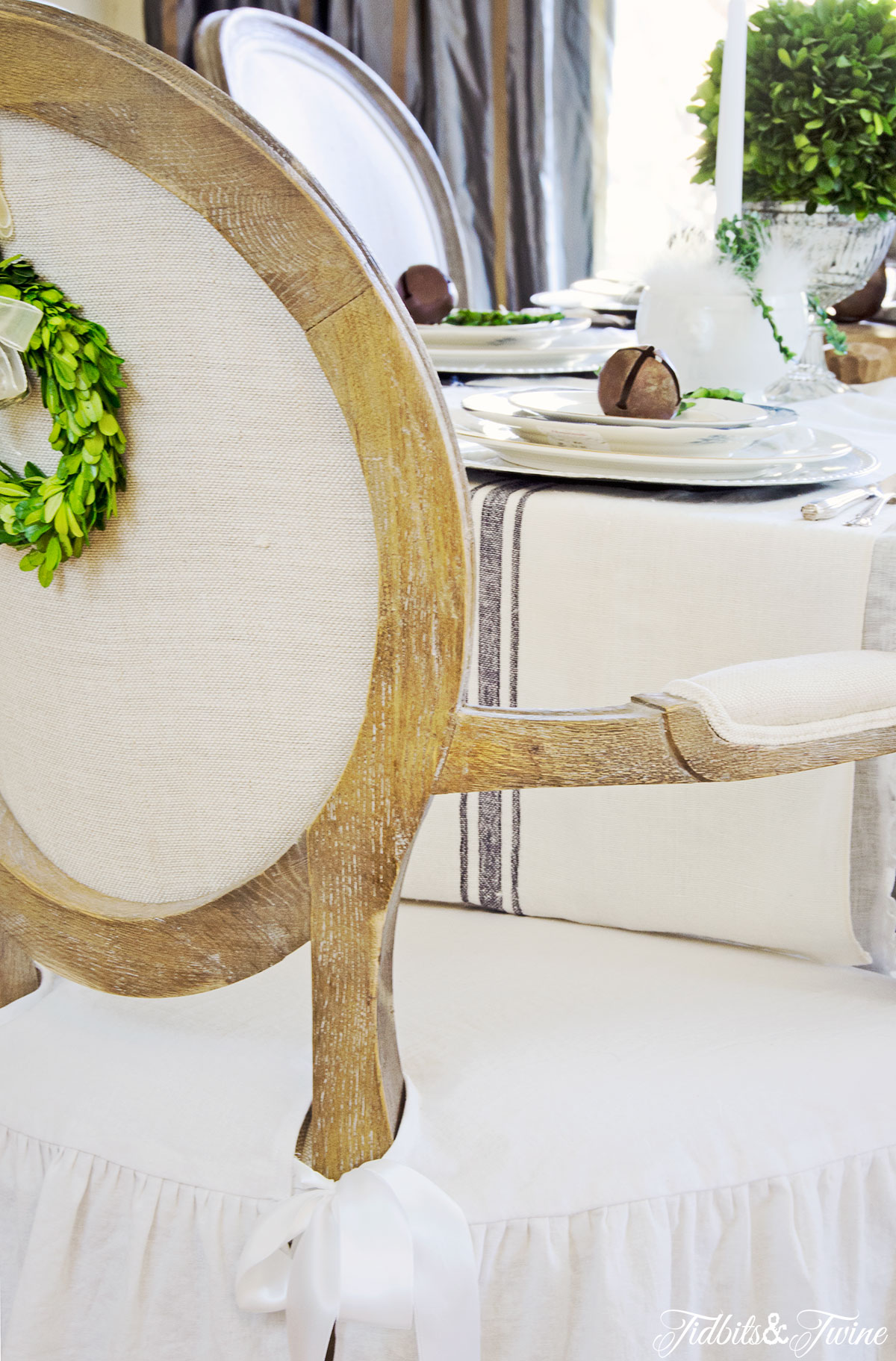 TIDBITS&TWINE-Dining-Chair-Wreath-2-Christmas-2015