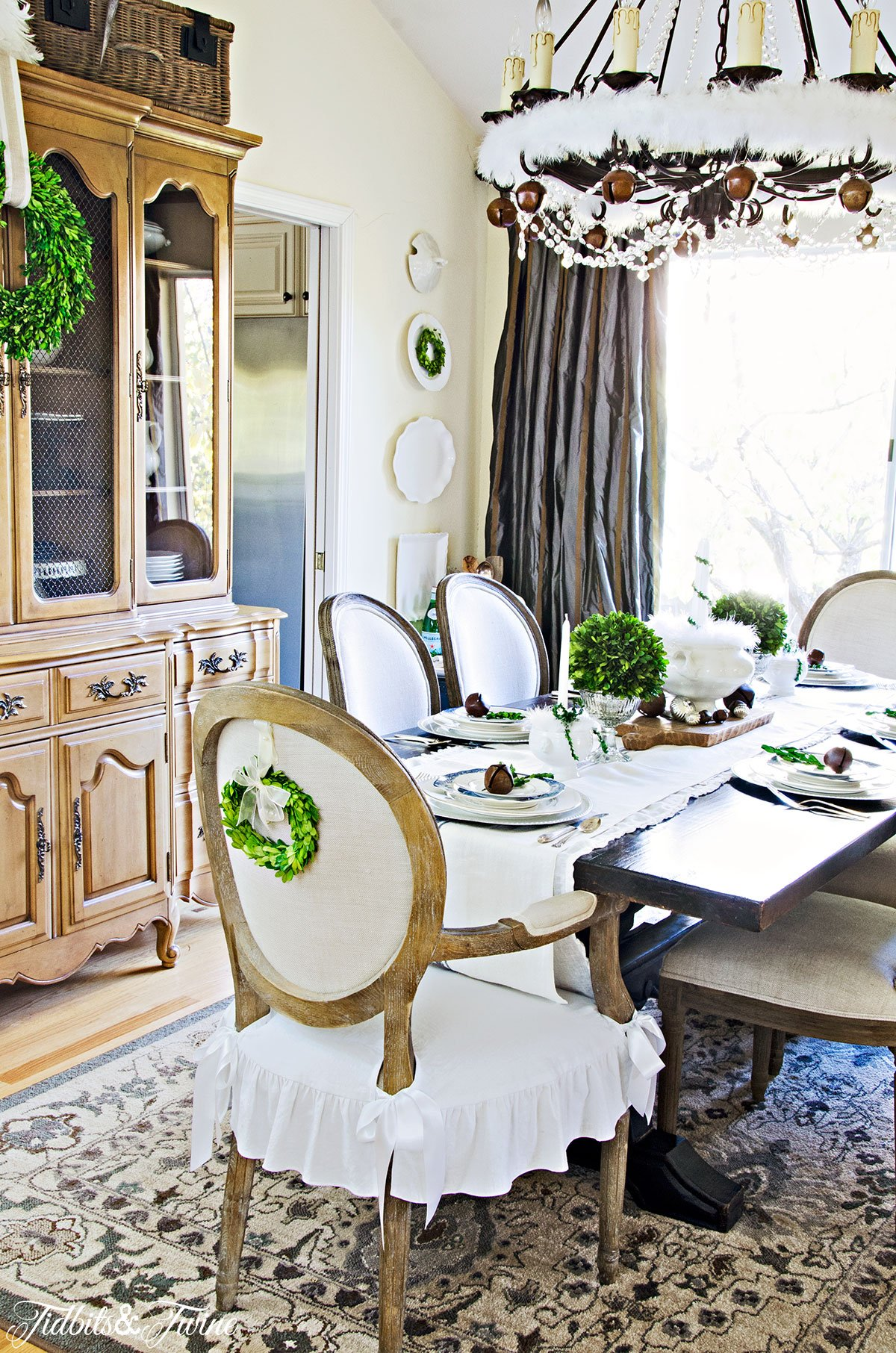 TIDBITS&TWINE-French-Dining-Room-Christmas-2015-c