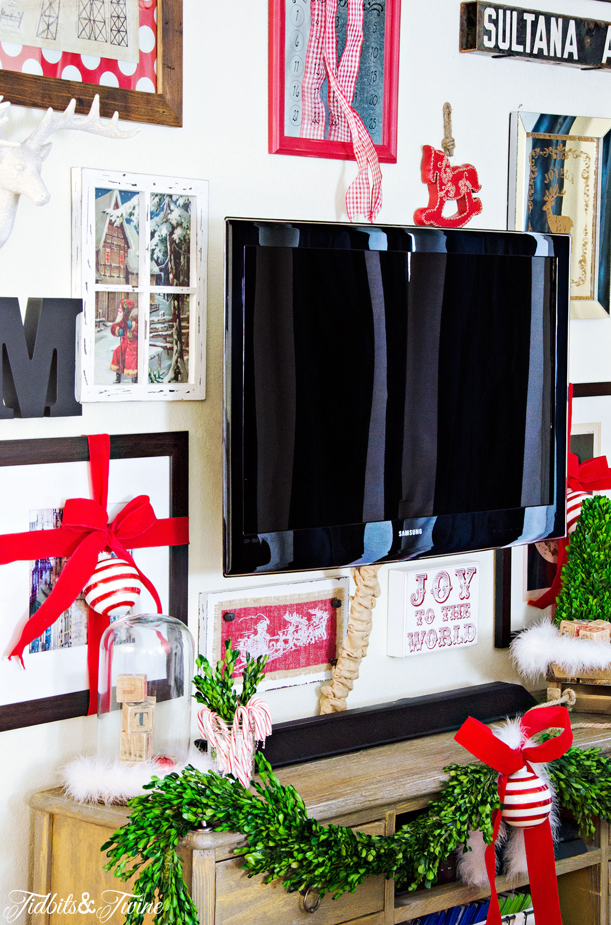 TIDBITS&TWINE Christmas TV Gallery Wall with Pops of Red and Boxwood Swags