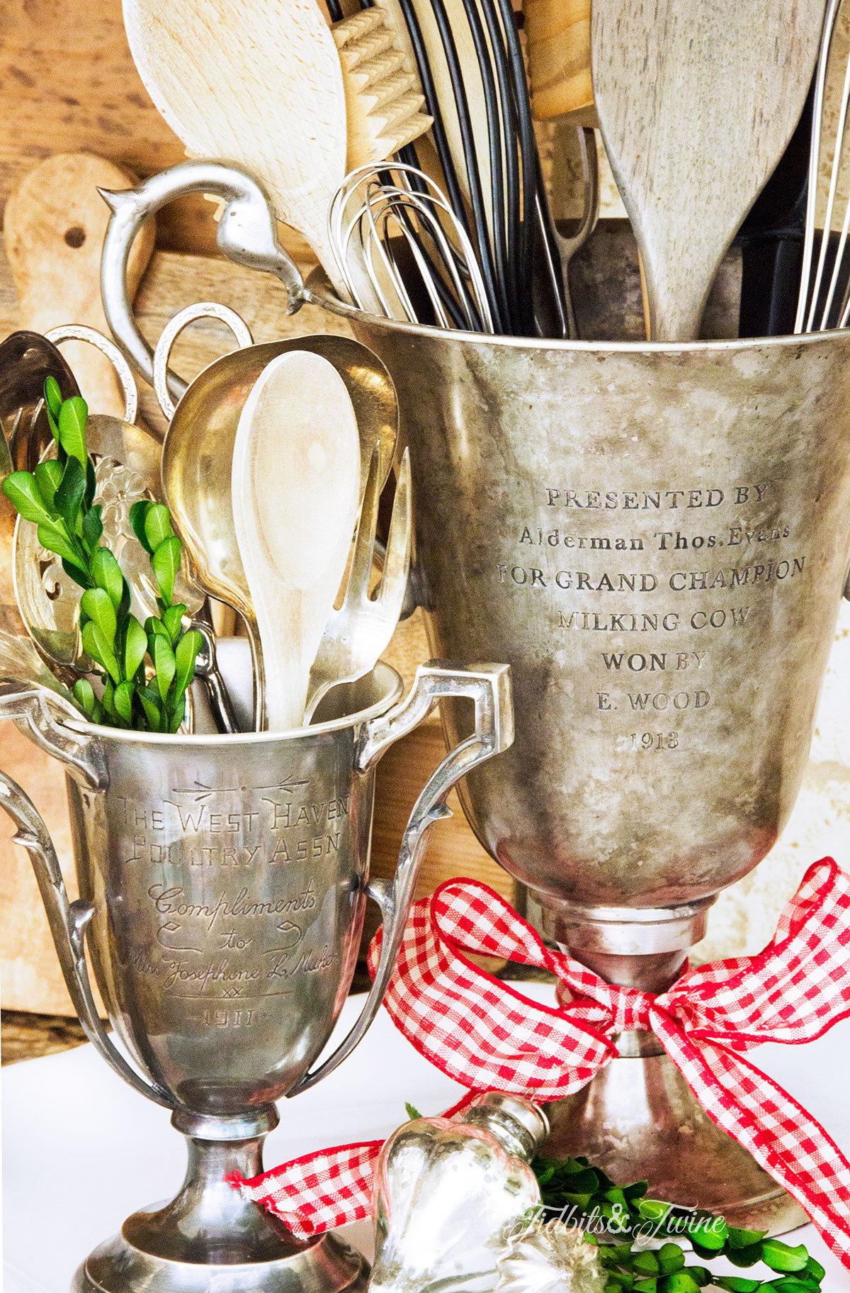 TIDBITS&TWINE---Vintage-Trophy-Utensil-Holder-Christmas-2015-2
