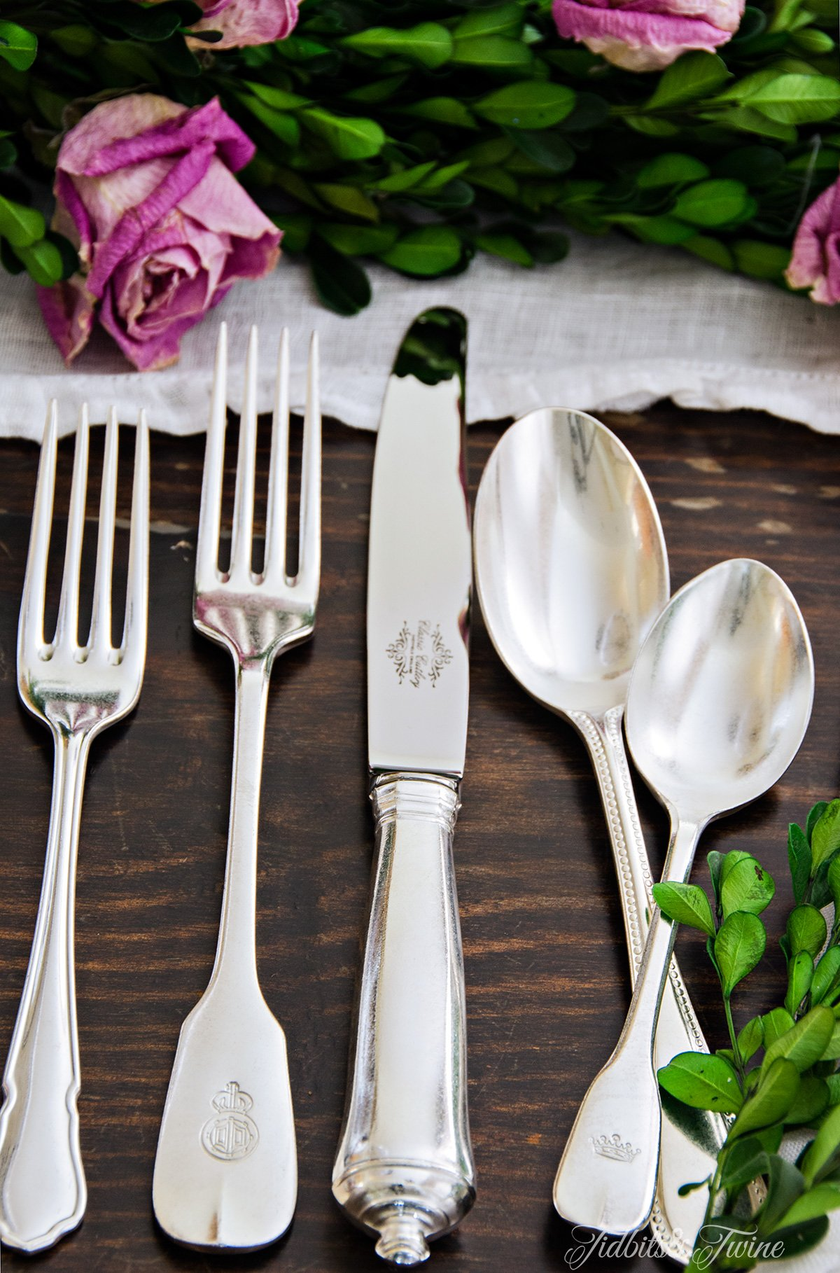 TIDBITS-&-TWINE-Vintage-Flatware-and-Roses