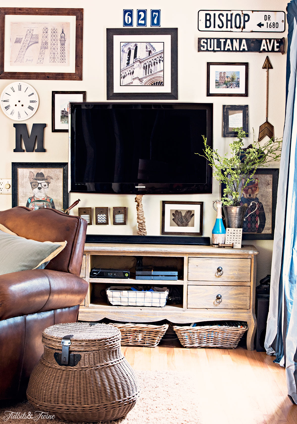 TIDBITS&TWINE-Updated-Family-Room-TV-Gallery-Wall
